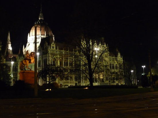 Budapest, Hongrie : parliament by night
