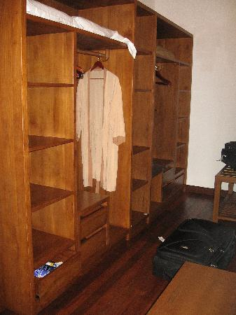 Palm Beach Resort & Spa Maldives: dressing room