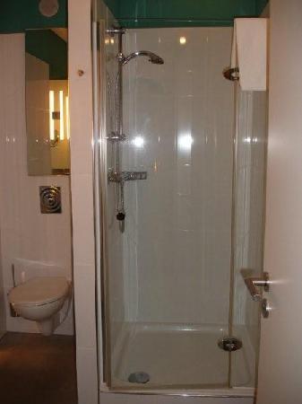 Hotel Santo: Baño 2