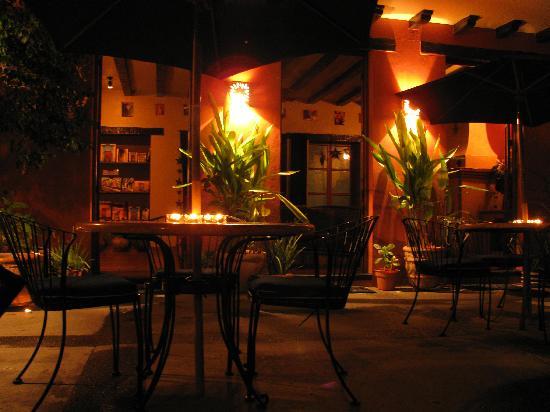 Casa de Leyendas: courtyard at night