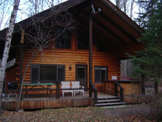 Glacier Wilderness Resort: 2 bedroom cabin