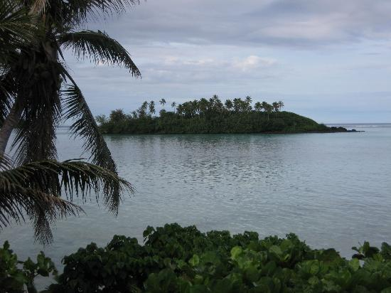 Muri Beach Cottages: View of lagoon from our cottage