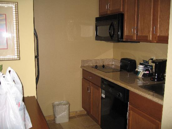 Homewood Suites by Hilton Champaign-Urbana: Kitchen area with everything you need