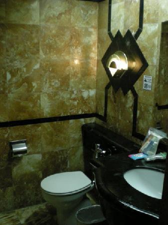 Riviera Mansion Hotel: 便器だけやたら白い