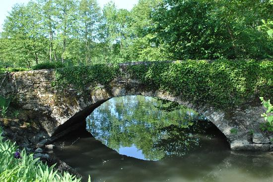 Les Moulins de Vontes: Bridge to the property