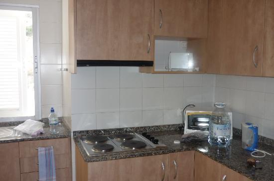 Vista Club Apartments: Apartment Kitchen