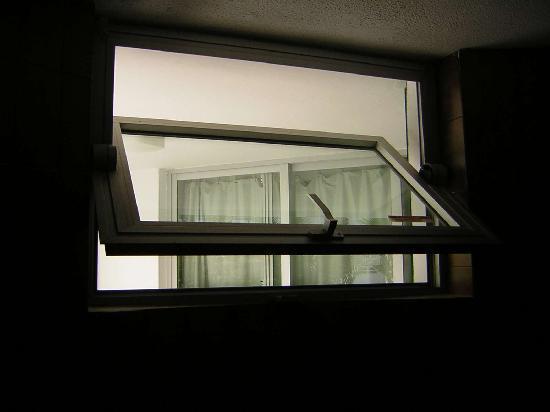 Maba Playa Apartments : Blick ins Schlafzimmer des anderen Nachbarn!