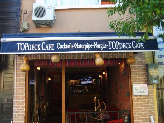 Topdeck Hostel: the cafe