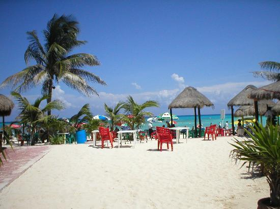 Playa del Carmen, Mexico: Great places to eat right on the beach