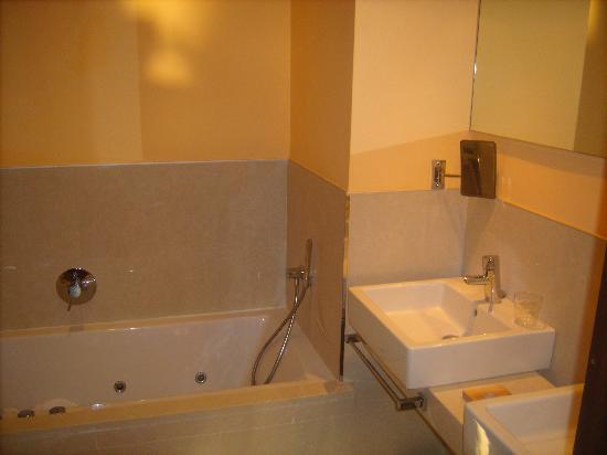 IBEROSTAR Albufera Playa: Jacuzzi bath in the junior suite
