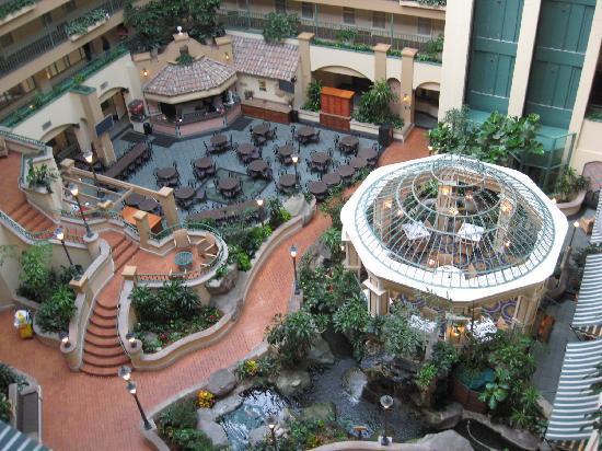 Downey, Kaliforniya: nice atrium