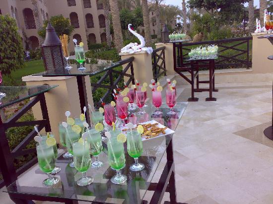 Jaz Almaza Beach Resort: coktails