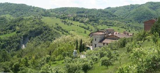 Canossa, Italia: Veduta del Borgo di Votigno (RE)