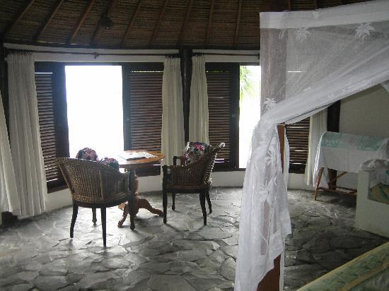 Coconuts Beach Resort: Inside our hut