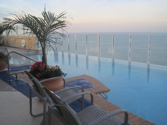 Hilton Virginia Beach Oceanfront Infinity Pool