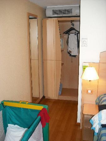 Campanile Narbonne : armario
