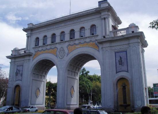 Guadalajara, Mexico: Los arcos de Día.