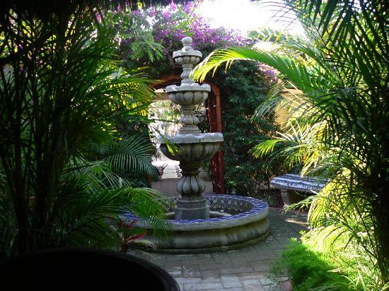 Norman Diego's The Mexican Inn: Tranquil fountain