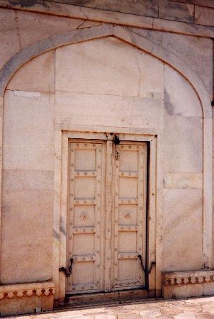 Agra, India: Puerta de encierro del  amado(fuerte)