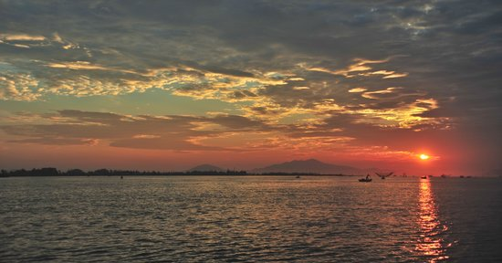 Hoi An Photo Day Tours & Workshop : Sunrise Over the River (Hoi An)