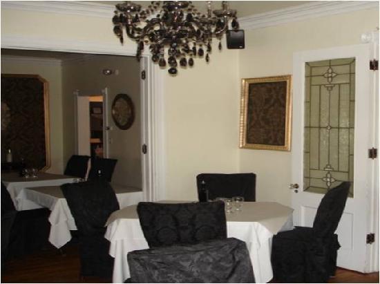 Manoir Becancourt: The Dining Room