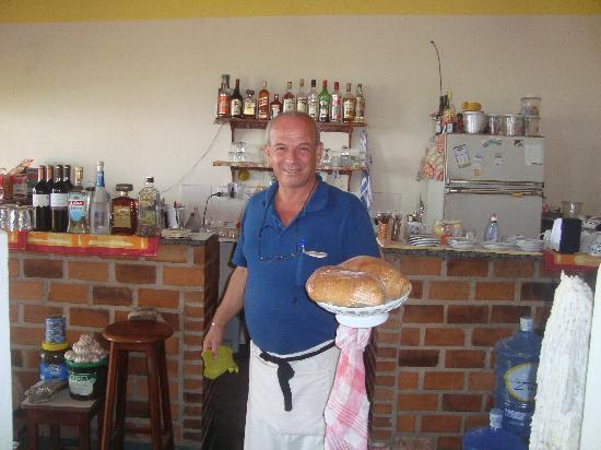 Casa Rosario: Rosario con pan recien horneado