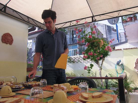 Fiumefreddo di Sicilia, إيطاليا: L'imbarazzo della scelta a colazione.