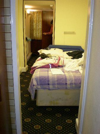 Annexe Hotel: stanza e porta del bagno