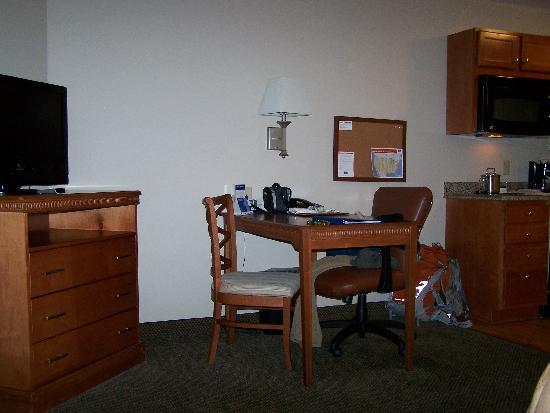 Candlewood Suites Secaucus: Small desk