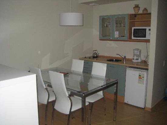 Concord Callao Hotel by Temporary Apartments: Kitchen/Dining Area