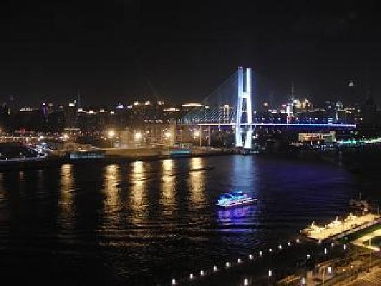 InterContinental Shanghai Expo: 部屋からの夜景はこんな感じです。