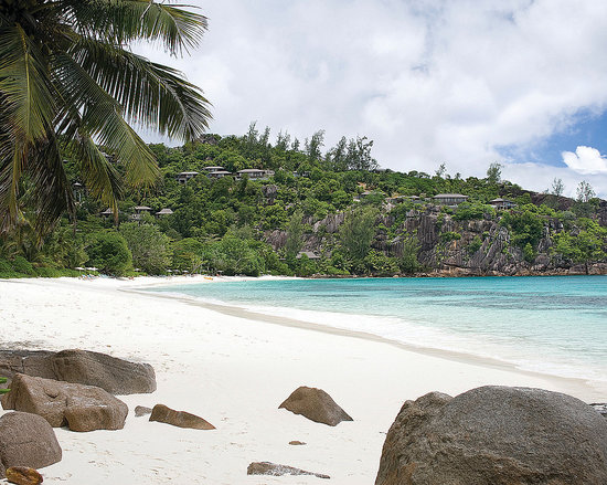 Four Seasons Resort Seychelles : Powder white sand beach