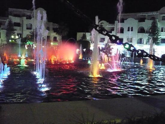 Sousse, Tunesien: Spelande fontän i Port el Kantaoui