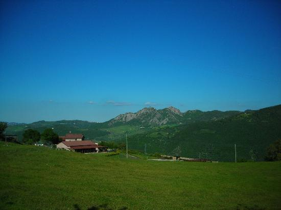 La Foresteria di San Leo: View from grounds