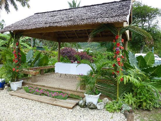 Titikaveka, Cook Islands: Gazebo decorated for our wedding