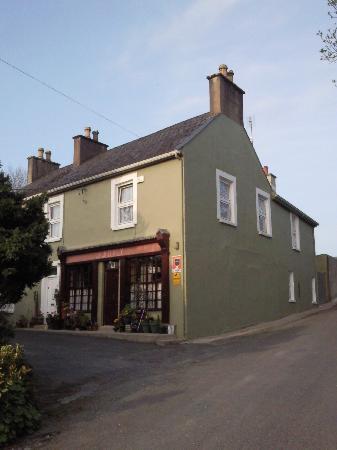 Darragh Cottages: JJ Dalys - Enjoying the Craik