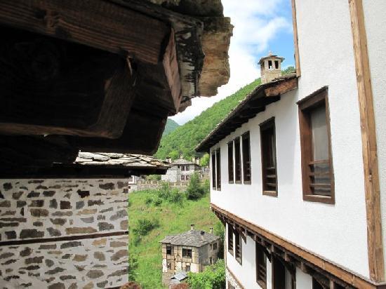 Kosovo, Bulgaria: Typisch traditioneller rhodopischer Häuserstil