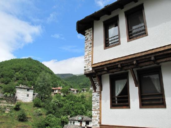 Kosovo, Bulgaria: Der Blick sagt alles