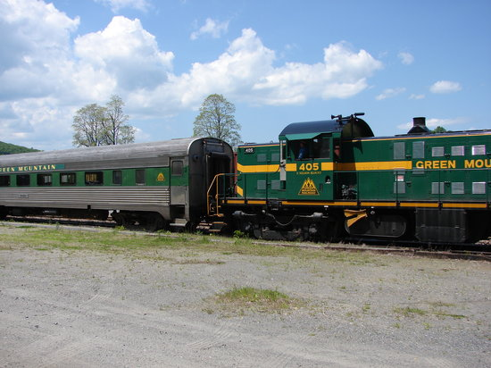 Green Mountain Railroad: Engine and passenger car