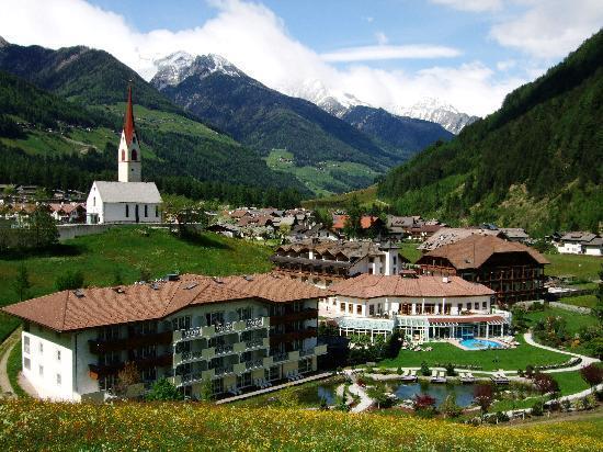 Hotel Schwarzenstein: Panoramica dell'hotel.