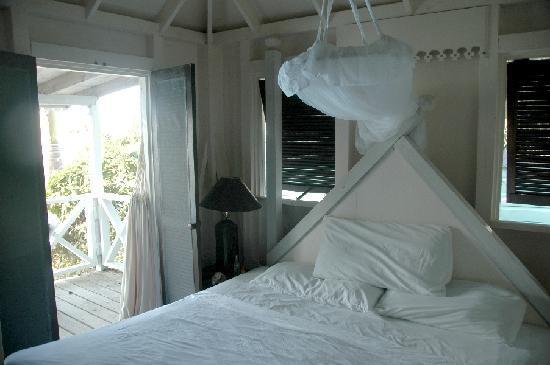 COCOS Hotel Antigua: Schlafbereich - immer mit Moskitonetz!
