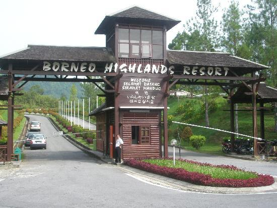 Borneo Highlands Resort : Entrance of resort - 15mins drive from reception