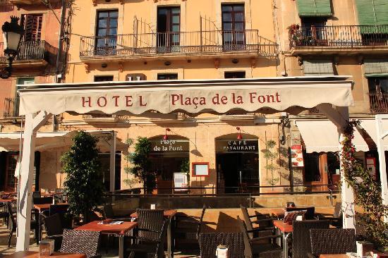 Hotel Placa de la Font: Facade