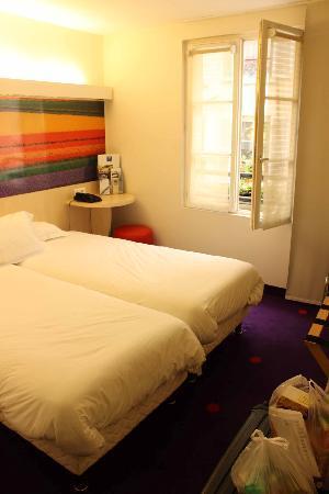 Comfort Hotel Paris La Fayette : small room