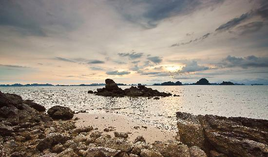 Phulay Bay, A Ritz-Carlton Reserve: Sunset from Beach