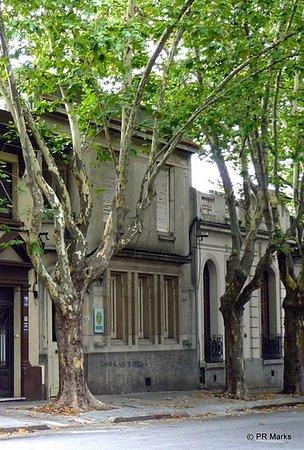 Centro de Enseñanza de Español La Herradura: The school is located in a leafy residential neighbourhood
