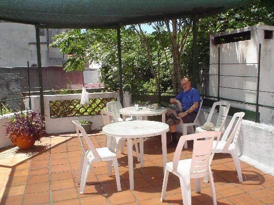 Centro de Enseñanza de Español La Herradura: The school and residence share comfortable outdoor terraces