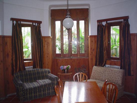 Centro de Enseñanza de Español La Herradura: The living and dining room in a nice social space