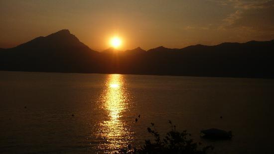 Hotel Menapace: tramonto sul lago (dalla 201)