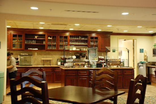 Homewood Suites by Hilton San Diego-Del Mar: The buffet area